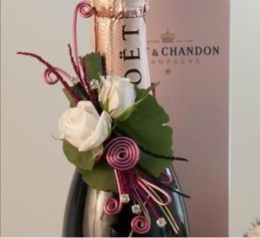 wine bottle bouteille de vin arrangement fleuriste lasalle florist nini fleuriste nini florist. Black Bedroom Furniture Sets. Home Design Ideas