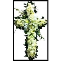 Croix en rose blanches